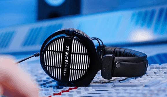 beyerdynamic DT 990 PRO Over-Ear Studio Headphones