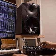 Mackie MR524 in home studio